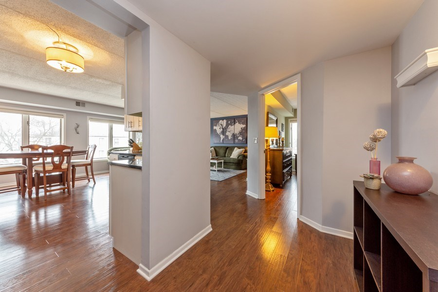 Real Estate Photography - 355 W Miner Street, Unit #2C, Arlington Heights, IL, 60005 - Hallway