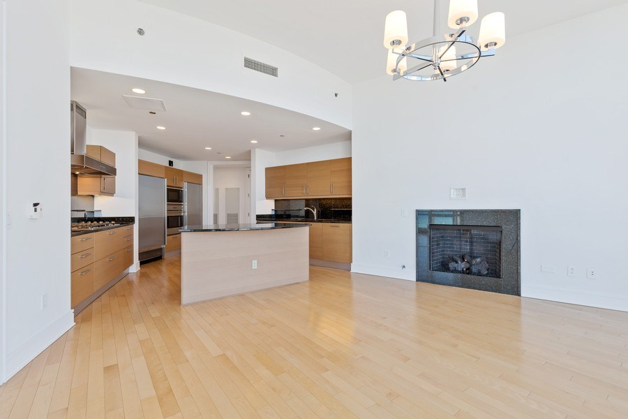 Real Estate Photography - 401 N. Wabash, 40A, Chicago, IL, 60611 - Kitchen / Breakfast Room