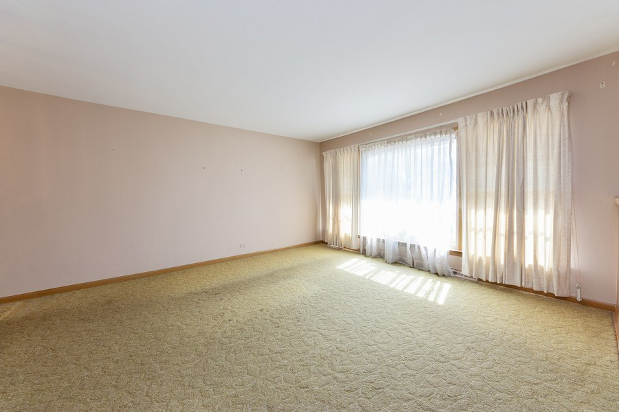 Real Estate Photography - 1616 W Grove, Arlington Heights, IL, 60005 - Living Room