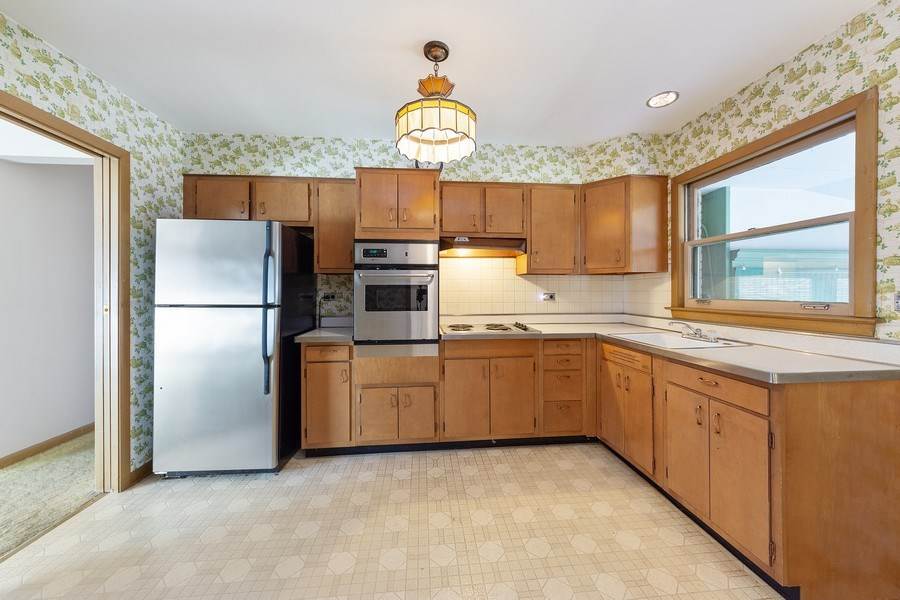 Real Estate Photography - 1616 W Grove, Arlington Heights, IL, 60005 - Kitchen
