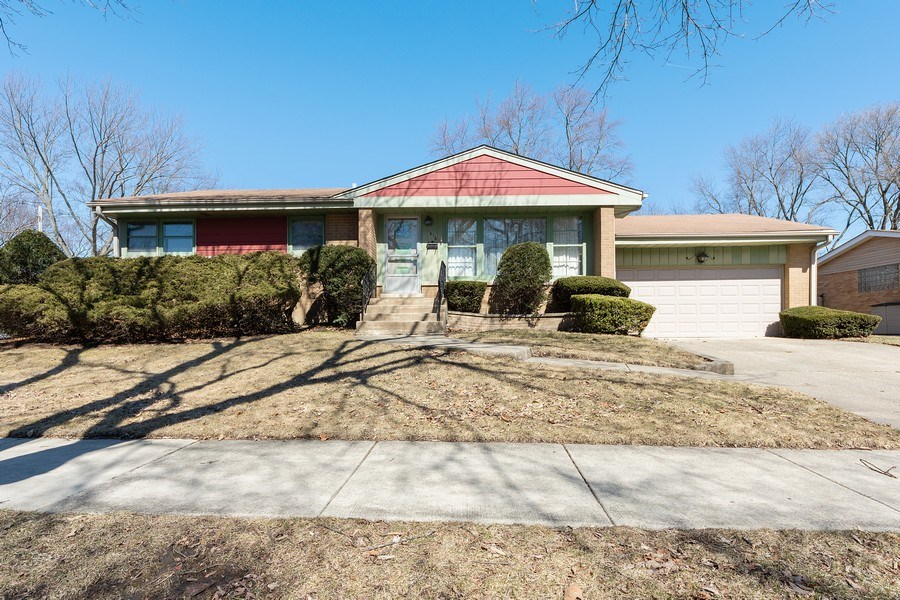 Real Estate Photography - 1616 W Grove, Arlington Heights, IL, 60005 - Front View