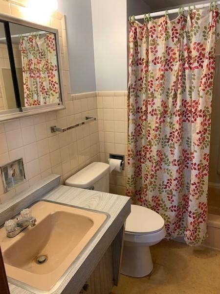 Real Estate Photography - 1616 W Grove, Arlington Heights, IL, 60005 - Master Bathroom
