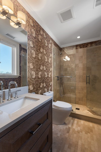 Real Estate Photography - 1912 North Hudson Avenue, Chicago, IL, 60614 - Bathroom