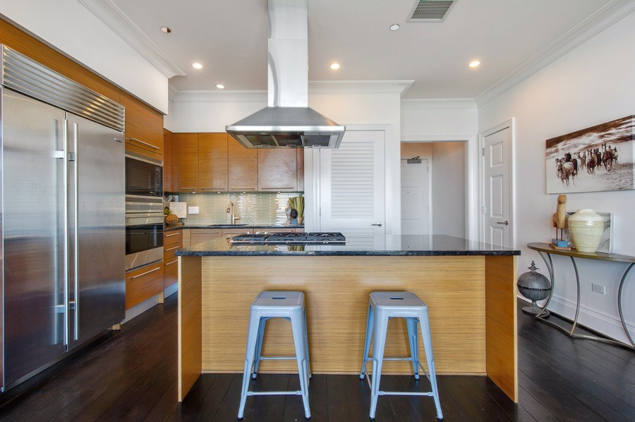 Real Estate Photography - 2550 N Lakeview #N1803, Chicago, IL, 60614 - Kitchen
