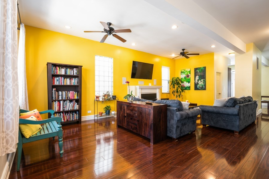Real Estate Photography - 1950 N Richmond Ave, Chicago, IL, 60647 - Living Room