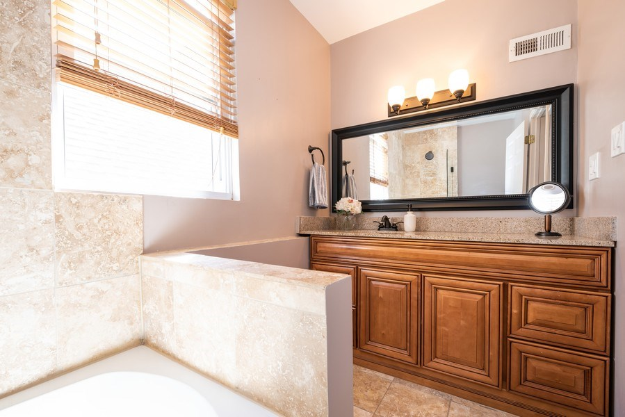 Real Estate Photography - 1950 N Richmond Ave, Chicago, IL, 60647 - Master Bathroom