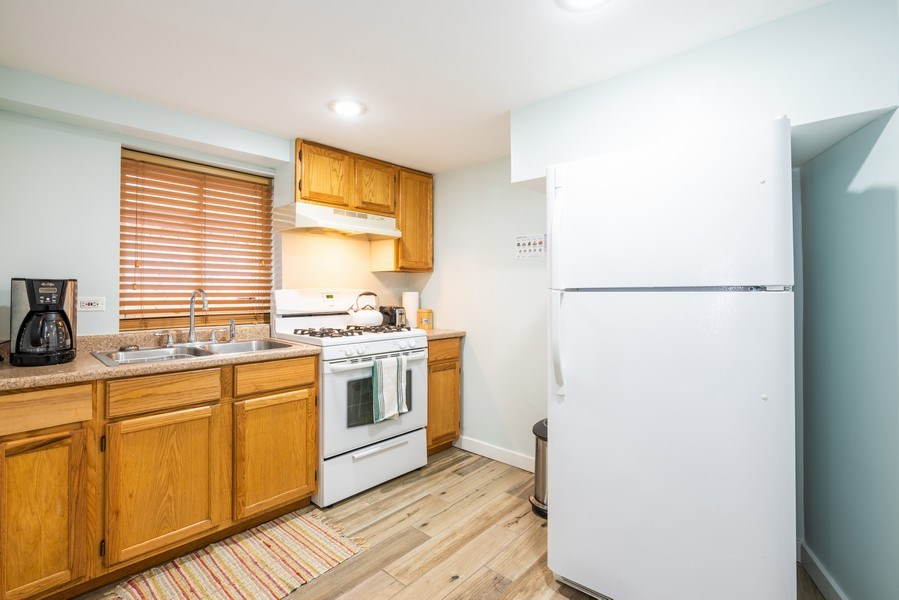 Real Estate Photography - 1950 N Richmond Ave, Chicago, IL, 60647 - Lower Level Kitchen