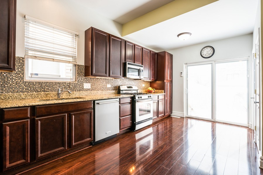 Real Estate Photography - 1950 N Richmond Ave, Chicago, IL, 60647 - Kitchen