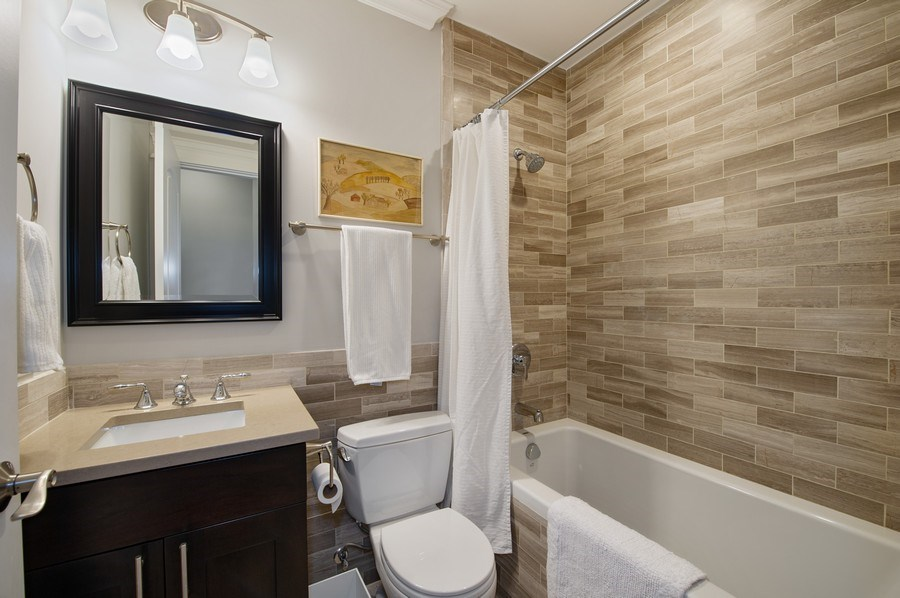 Real Estate Photography - 2307 North Greenview, 2, Chicago, IL, 60614 - 2nd Bathroom