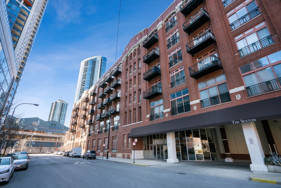 Real Estate Photography - 360 West Illinois, Unit 619, Chicago, IL, 60654 - Front View