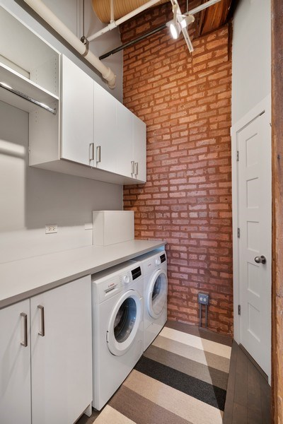 Real Estate Photography - 360 West Illinois, Unit 619, Chicago, IL, 60654 - Pantry