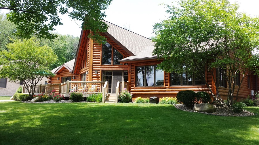 Real Estate Photography - 47644 Lakeview Drive, Lawrence, MI, 49064 - Front Deck