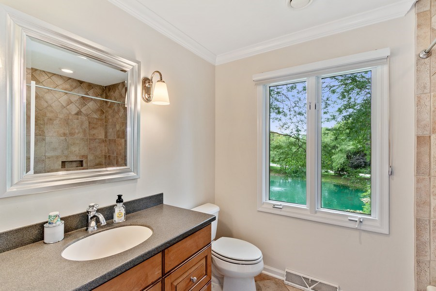 Real Estate Photography - 1291 Estate Ln, Lake Forest, IL, 60045 - 2nd Bathroom