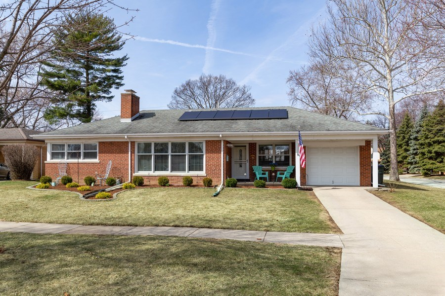 Real Estate Photography - 702 S Chestnut, Arlington Heights, IL, 60005 - Front View