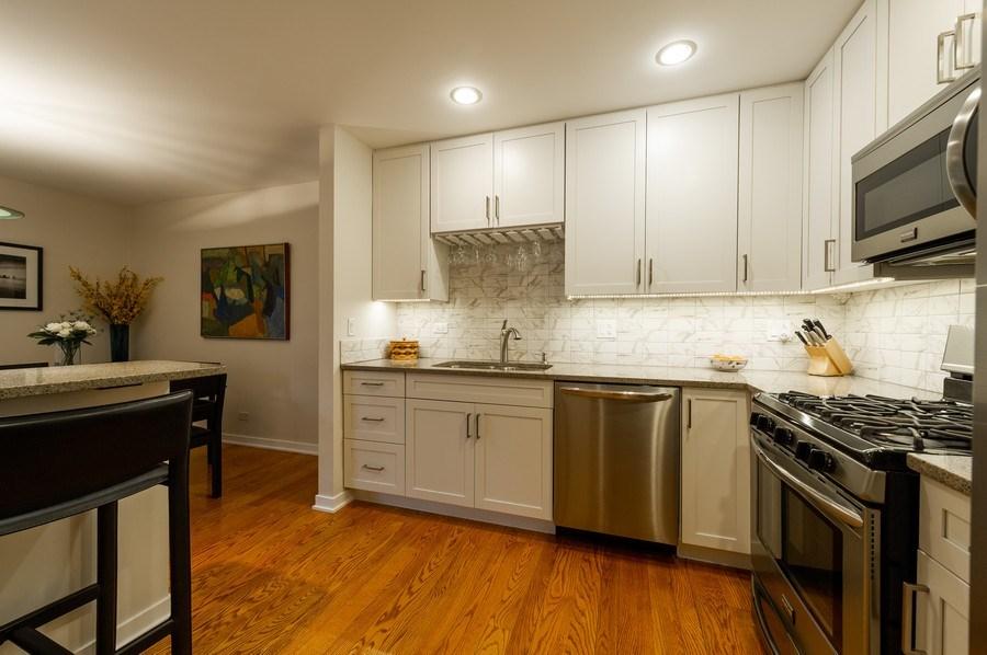Real Estate Photography - 1561 Winnetka Rd, Glenview, IL, 60025 - Kitchen