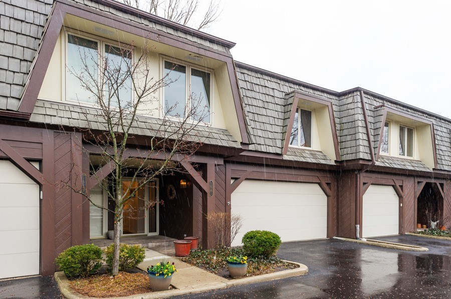 Real Estate Photography - 1561 Winnetka Rd, Glenview, IL, 60025 - Front View