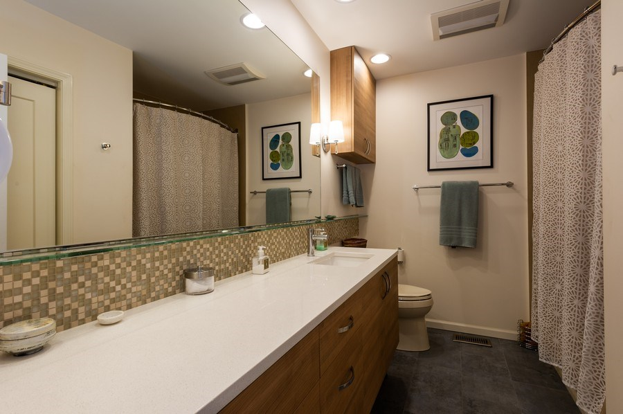 Real Estate Photography - 1561 Winnetka Rd, Glenview, IL, 60025 - 2nd Bathroom