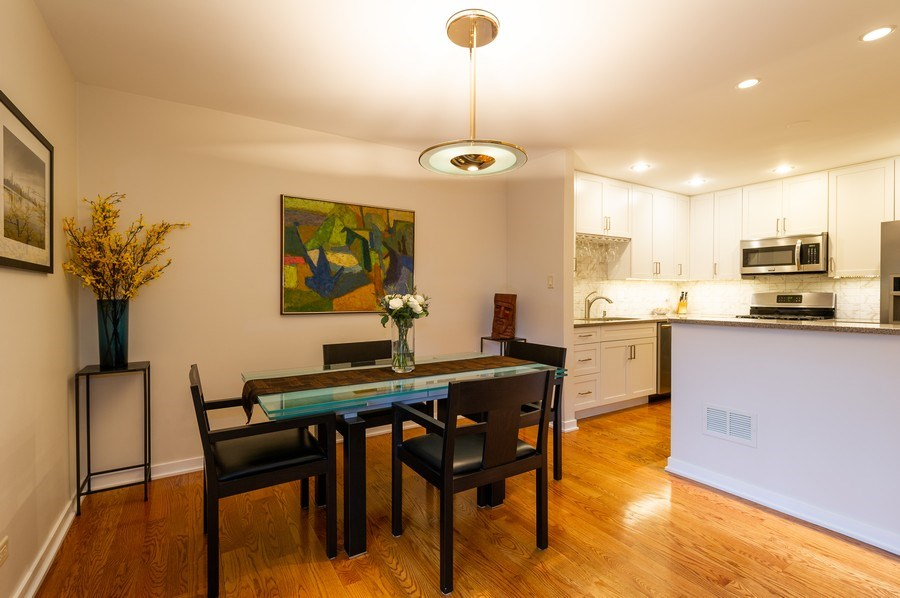 Real Estate Photography - 1561 Winnetka Rd, Glenview, IL, 60025 - Kitchen / Dining Room