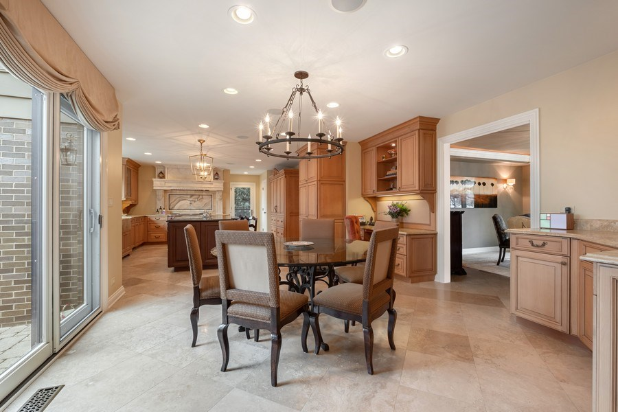 Real Estate Photography - 3605 Pebble Beach, Northbrook, IL, 60062 - Kitchen / Breakfast Room