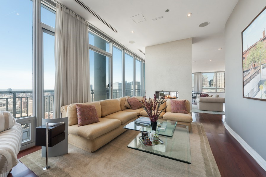 Real Estate Photography - 701 S Wells St, Chicago, IL, 60607 - Living Room