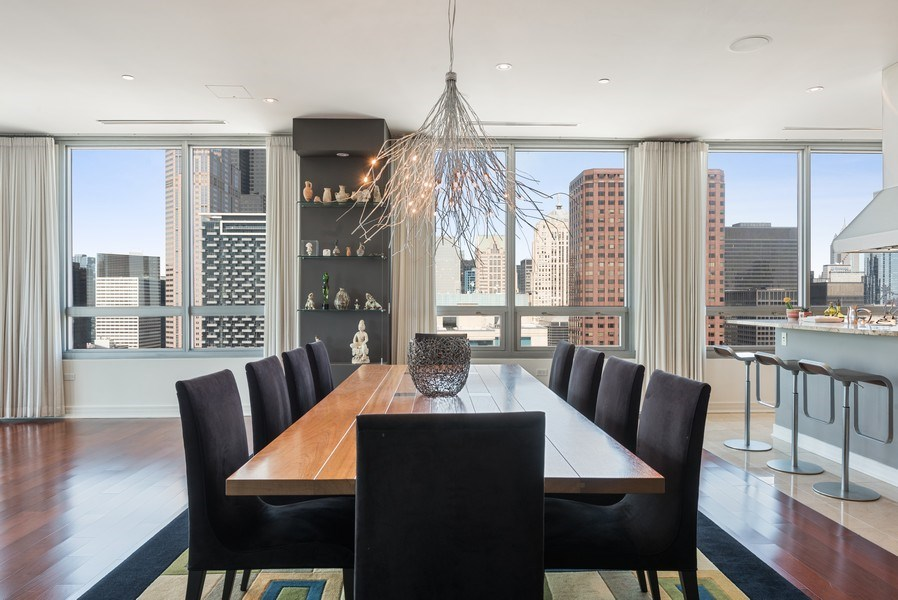 Real Estate Photography - 701 S Wells St, Chicago, IL, 60607 - Dining Area