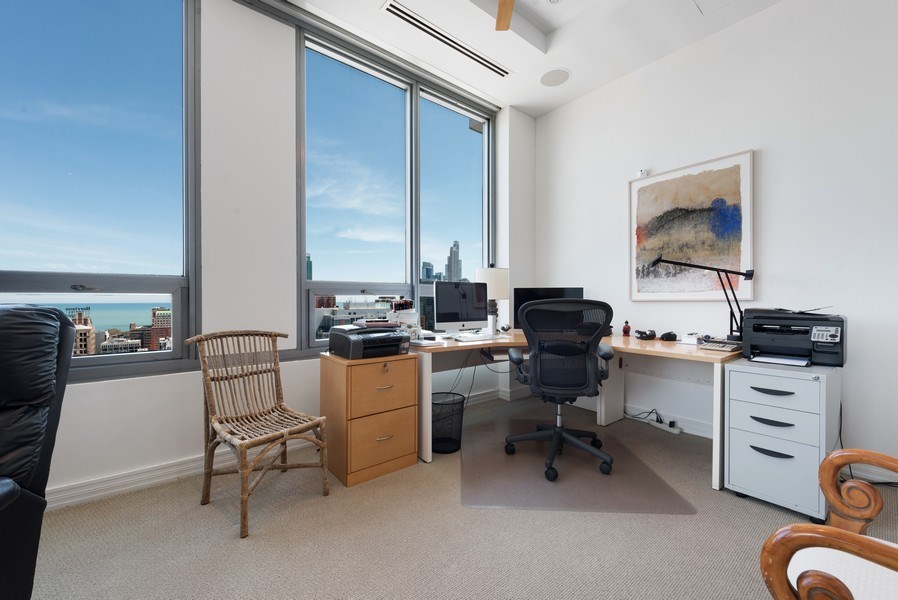 Real Estate Photography - 701 S Wells St, Chicago, IL, 60607 - Office