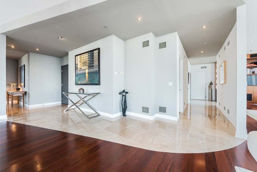 Real Estate Photography - 701 S Wells St, Chicago, IL, 60607 - Entryway