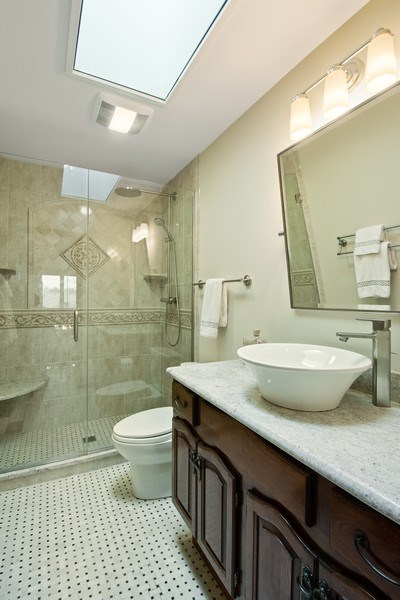 Real Estate Photography - 20627 N Meadow Ln, Deer Park, IL, 60010 - 2nd Bathroom
