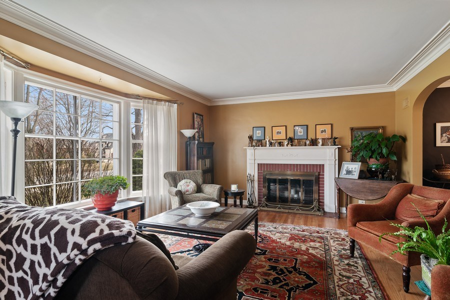 Real Estate Photography - 316 Nuttall Rd, Riverside, IL, 60546 - Living Room