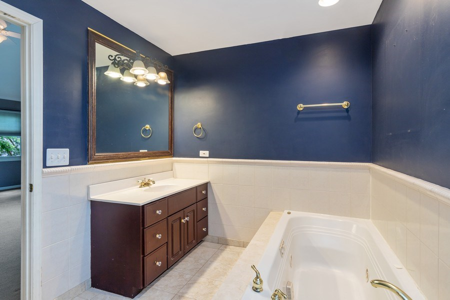 Real Estate Photography - 316 Nuttall Rd, Riverside, IL, 60546 - Master Bathroom