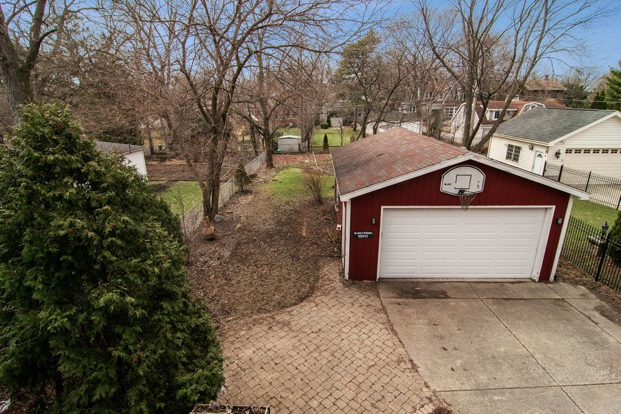Real Estate Photography - 316 Nuttall Rd, Riverside, IL, 60546 - Back Yard