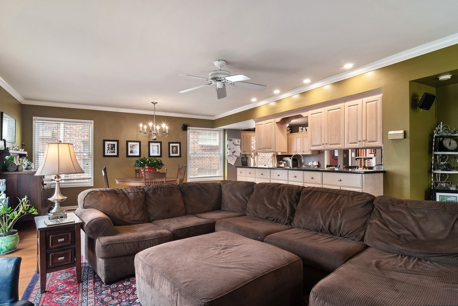 Real Estate Photography - 316 Nuttall Rd, Riverside, IL, 60546 - Family Room