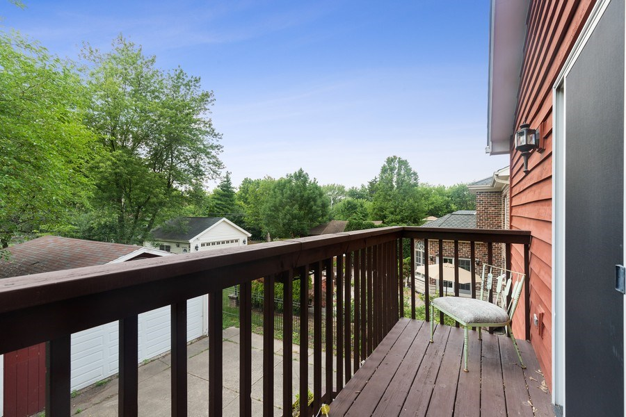 Real Estate Photography - 316 Nuttall Rd, Riverside, IL, 60546 - Porch