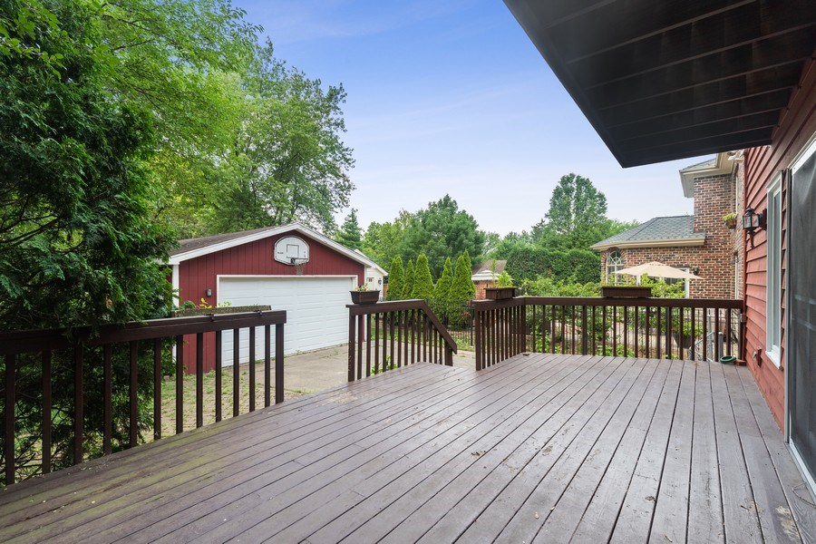 Real Estate Photography - 316 Nuttall Rd, Riverside, IL, 60546 - Deck