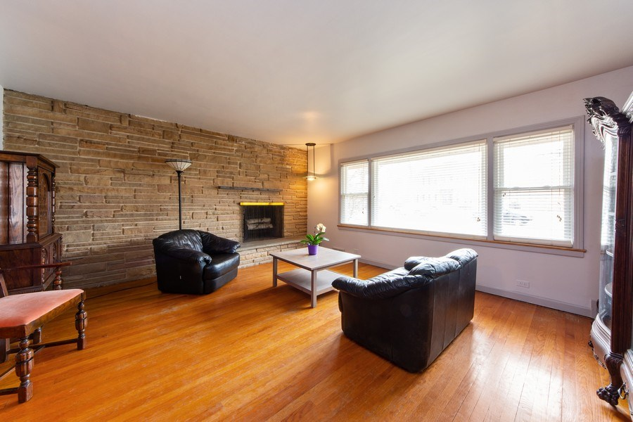 Real Estate Photography - 818 S Knight Ave, Park Ridge, IL, 60068 - Living Room