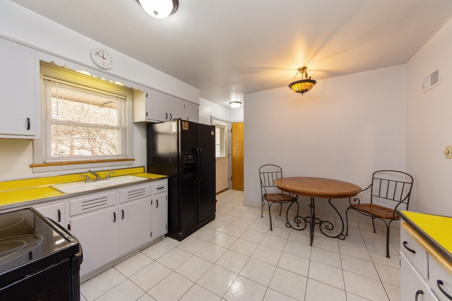 Real Estate Photography - 818 S Knight Ave, Park Ridge, IL, 60068 - Kitchen / Breakfast Room