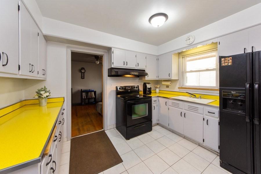 Real Estate Photography - 818 S Knight Ave, Park Ridge, IL, 60068 - Kitchen