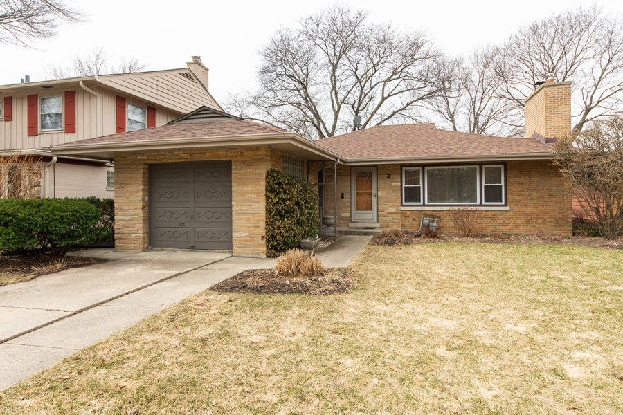 Real Estate Photography - 818 S Knight Ave, Park Ridge, IL, 60068 - Front View