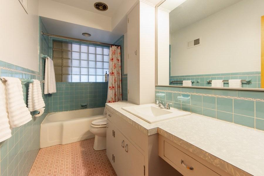 Real Estate Photography - 818 S Knight Ave, Park Ridge, IL, 60068 - Bathroom