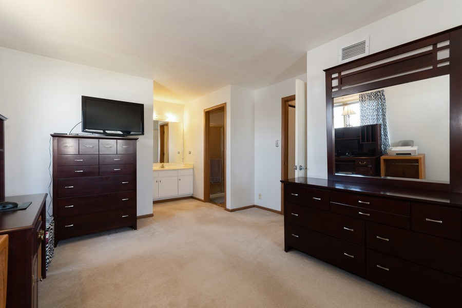 Real Estate Photography - 710 Crescent Court Unit D2, Bartlett, IL, 60103 - Master Bedroom