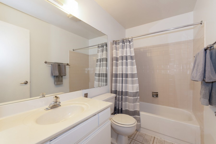 Real Estate Photography - 710 Crescent Court Unit D2, Bartlett, IL, 60103 - 2nd Bathroom