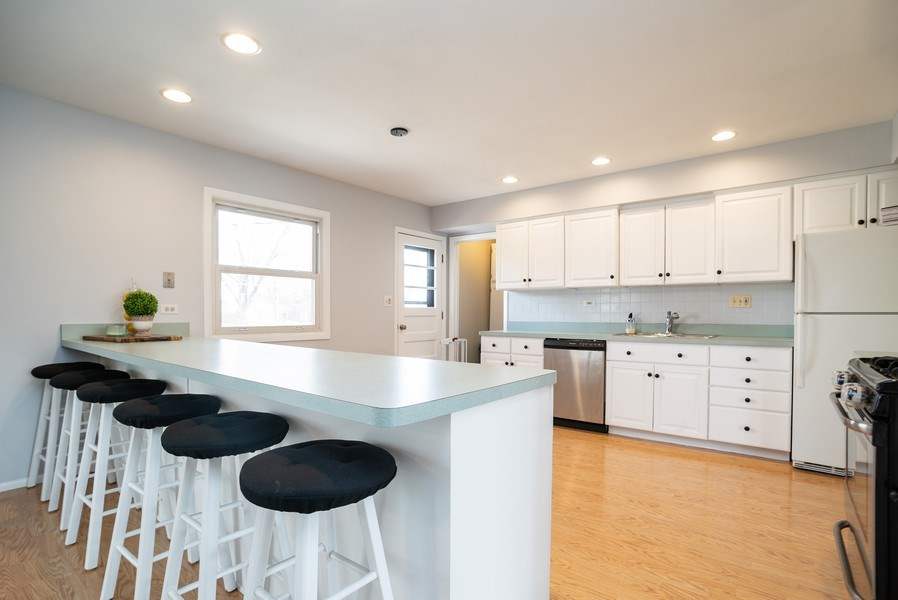 Real Estate Photography - 504 W. Brittany Drive, Arlington Heights, IL, 60004 - Kitchen | Breakfast Bar