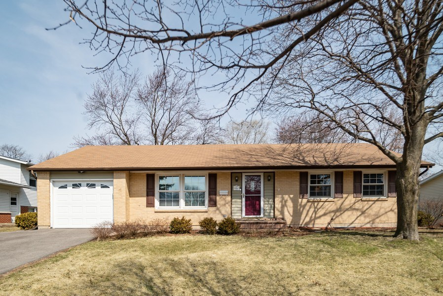 Real Estate Photography - 504 W. Brittany Drive, Arlington Heights, IL, 60004 - Charming Ranch Style Home on 1/4 Acre Lot
