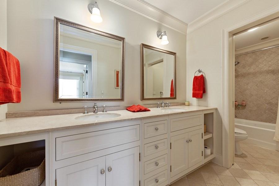 Real Estate Photography - 511 Cambridge, Lake Bluff, IL, 60044 - 3rd Bathroom