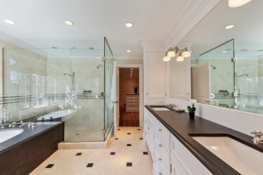 Real Estate Photography - 511 Cambridge, Lake Bluff, IL, 60044 - Master Bathroom