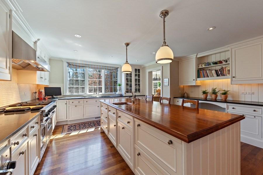 Real Estate Photography - 511 Cambridge, Lake Bluff, IL, 60044 - Kitchen