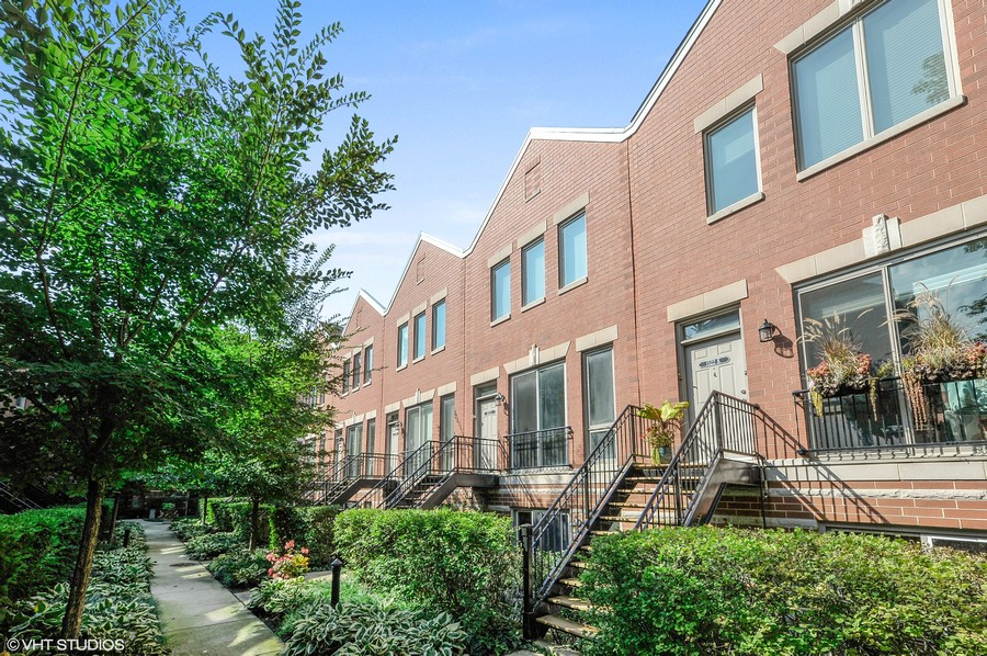 Real Estate Photography - 1522 W. School, #F, Chicago, IL, 60657 -
