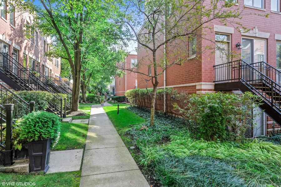 Real Estate Photography - 1522 W. School, #F, Chicago, IL, 60657 - Courtyard