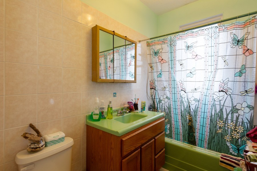 Real Estate Photography - 5024 W Patterson, Chicago, IL, 60641 - Master Bathroom