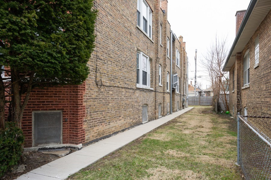 Real Estate Photography - 5024 W Patterson, Chicago, IL, 60641 - Side Yard
